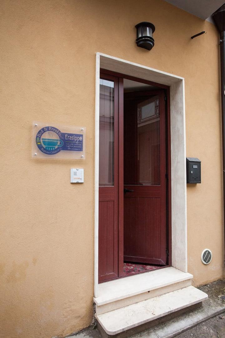 Erasippe Residence - Ap. Eutimo