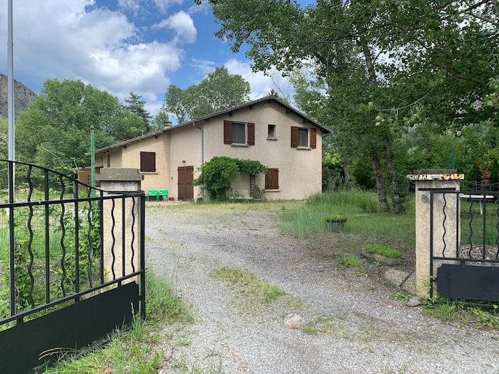 Maison   lac de Serre-Ponçon Hautes-Alpes