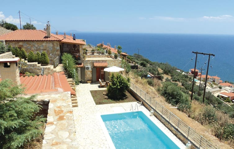 Semi-Detached with 4 bedrooms on 150 m² in Xyropigado