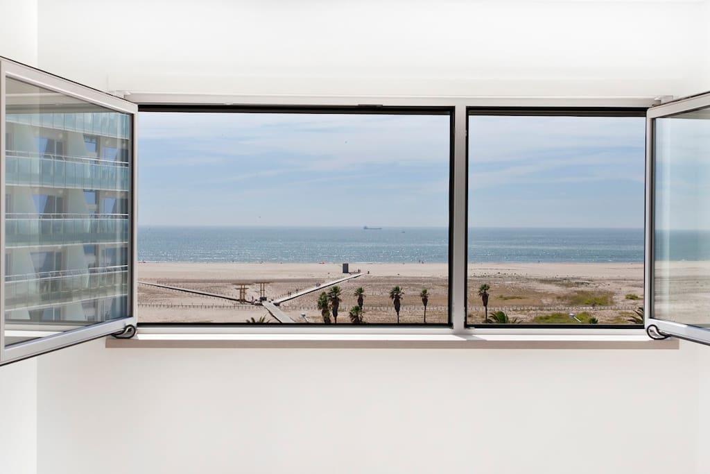Janelas vidro duplo frente ao mar no melhor ponto de Figueira da Foz.