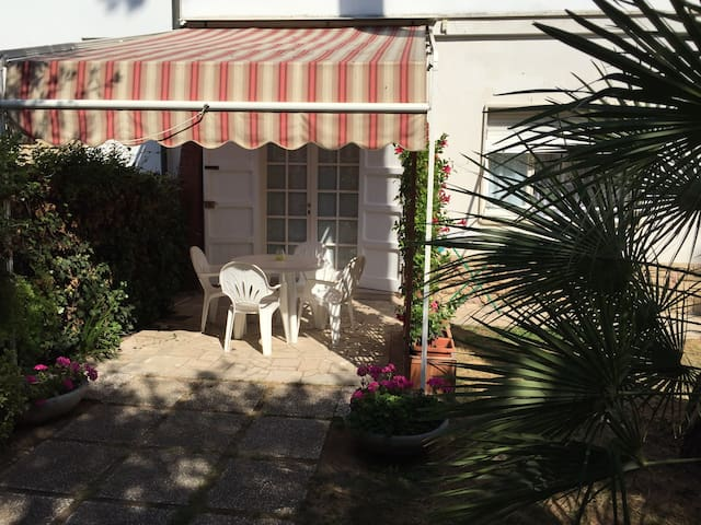 Next to the beach with garden - San Vincenzo - Apartment