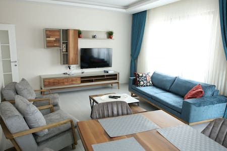 Brand New Apartment 3bd 2 bth in City Center