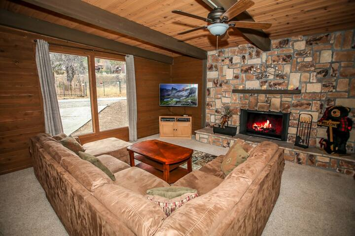 Summit Bear- Great retreat accommodates 11 people W/ outdoor spa!