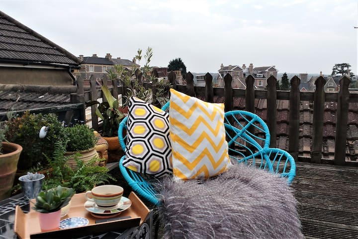 Sleeps 4. Roof terrace apartment with views.