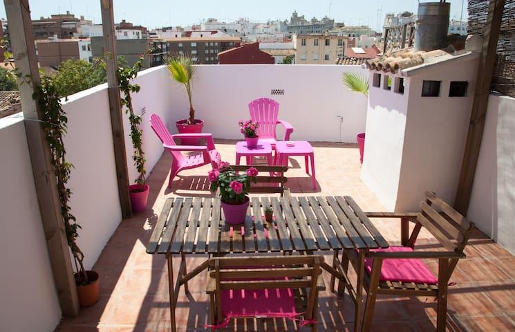 Large terrace with views next to Torres de Quart