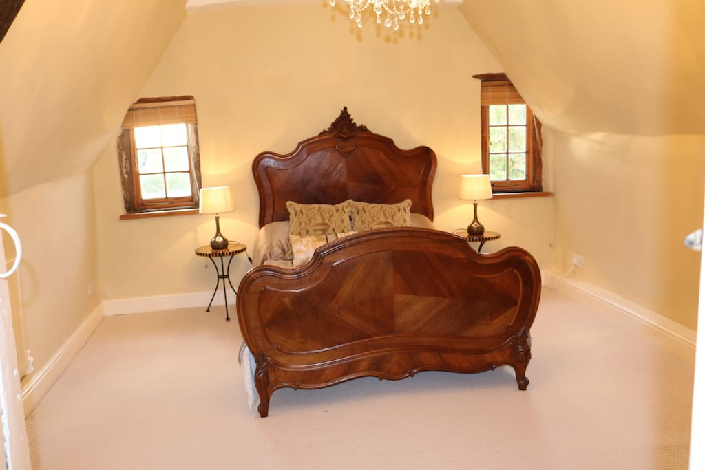 The Attic Suite - bedroom