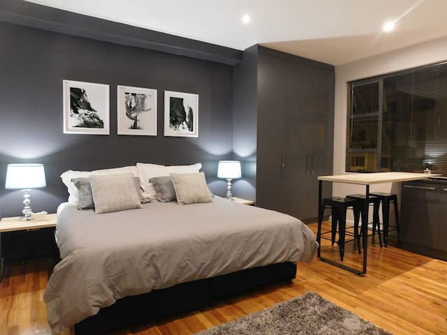 Stylish Studio Apartment, Sea Point