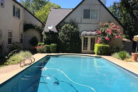 Poolside studio apartment - Chico