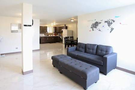 ♕Avalon House♕ Licensed 4BR 2BA ♛KING BED♛ GPO 1
