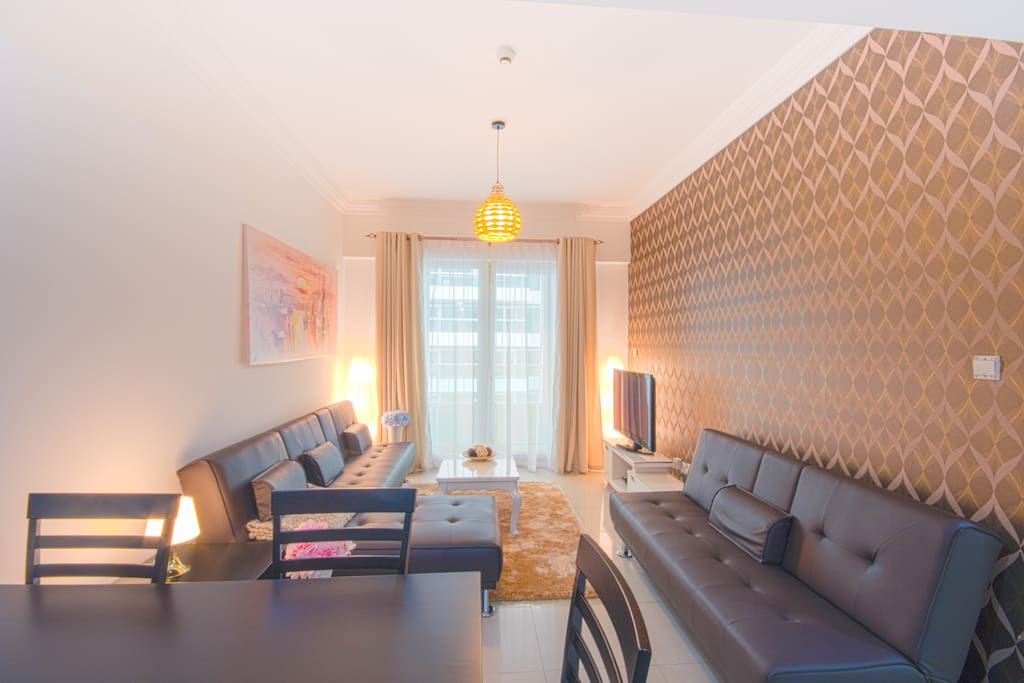 Welcome to Dubai - enjoy your holiday to the fullest in this large 3 bedroom apartment for up to 9 persons!