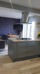 Private room in modern home. Great location