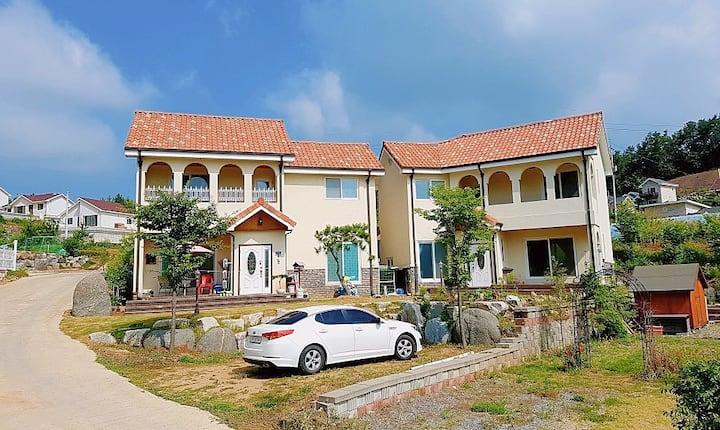풍경좋은 양평 전원주택 (주말 주택이나 한적한 개인 작업실로 머물다 가기 좋은 곳)