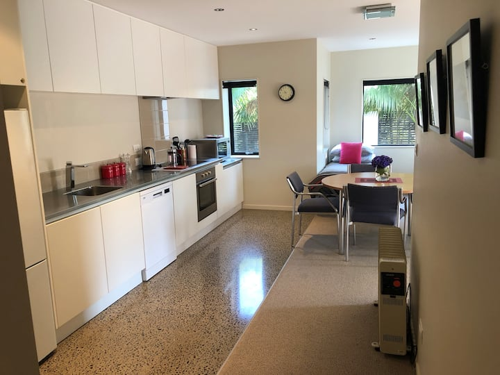 Alabasta - modern apartment accomodation.