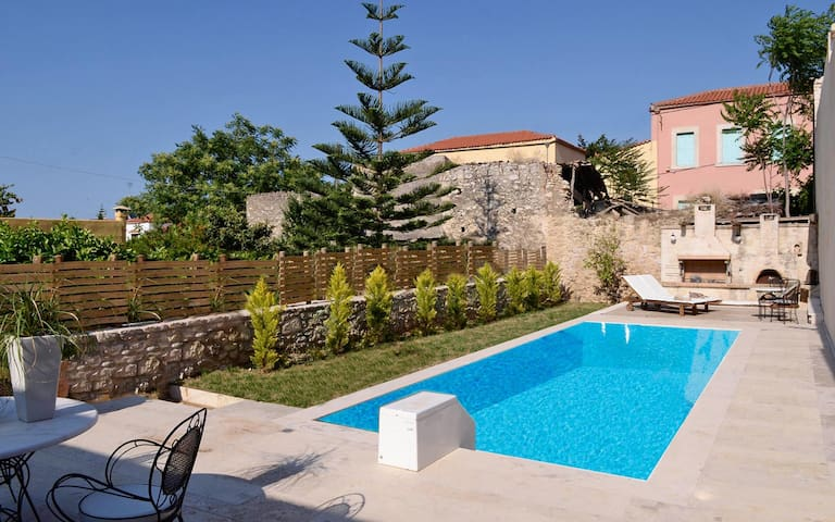 Classy Villa with 3 bedrooms and private pool - Archanes - Huvila