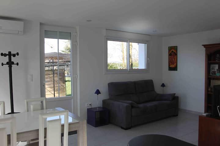 Studio neuf , équipé et climatisé à Réquista 12170
