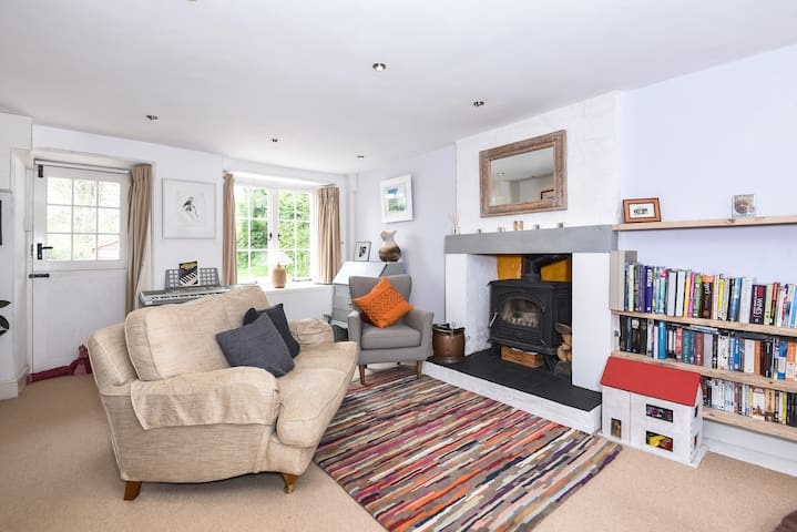 Stunning Dartmoor cottage,with large garden & wifi