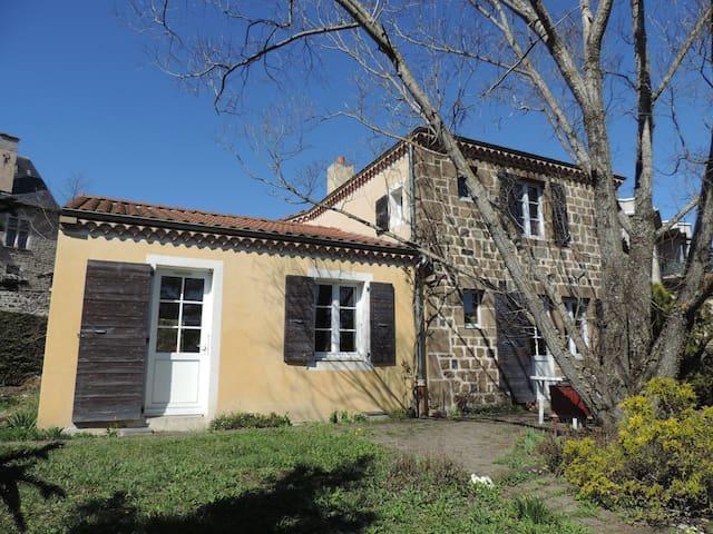 chambre orange 200m sect historique - Le Puy-en-Velay - ที่พักพร้อมอาหารเช้า