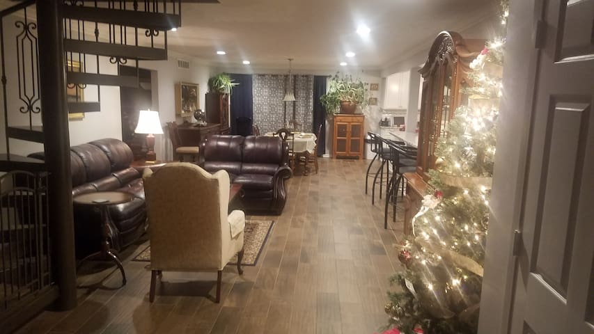 Acreage between Omaha and Lincoln w Country Charm