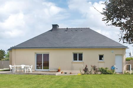 Holiday cottage with 2 bedrooms on 80m² in Landeda