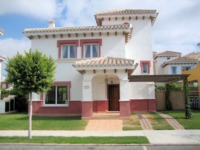 Luxury detached villa - private pool - golf course