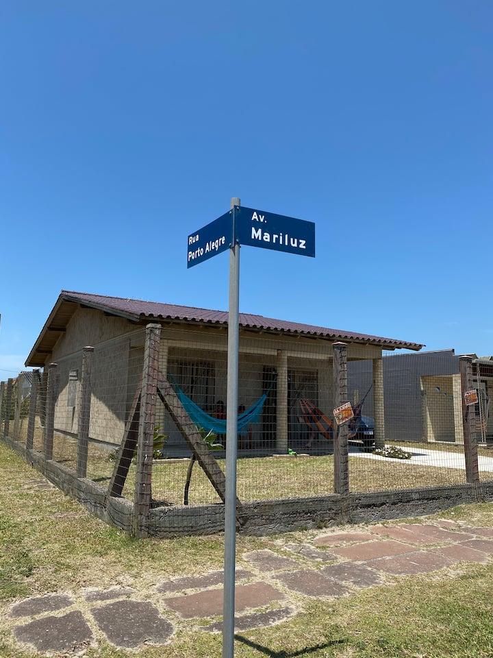 Av Mariluz, 100 metros do mar