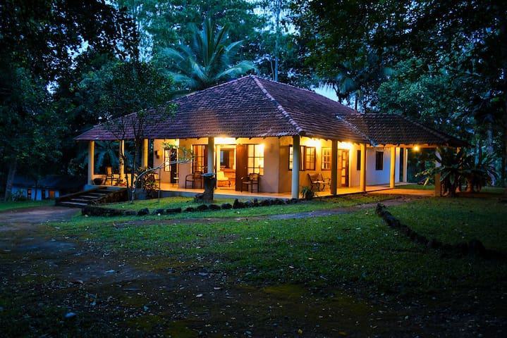 Captain's Lodge - Udunuwara - Bungalou