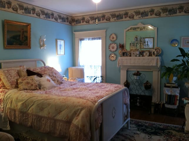Beautiful Victorian Village Room - Cooperstown - Huis