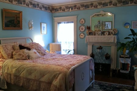 Beautiful Victorian Village Room - Cooperstown - House