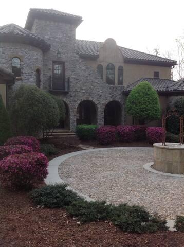 Tuscan style villa - lakefront - Denver - House