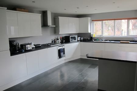 Luxury 4 bed house in nice area - Manchester - Huis