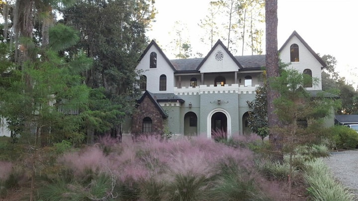 Knightsbridge Manor (Fit for a Queen En-Suite)