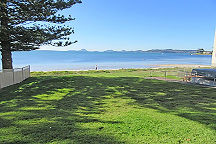 15 'Kanangra', 39 Soldiers Point Road - fantastic unit right on the water