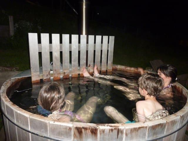 un bain norvégien privatif de jour et de nuit