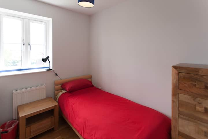 Tiny room in modern detached house Filton Bristol