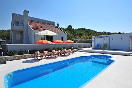 Dalmatian villa Mia 55 - Klis