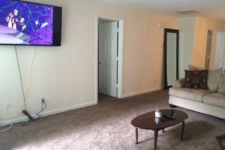 Iron Horse Open Furnished Apartment - Wohnung
