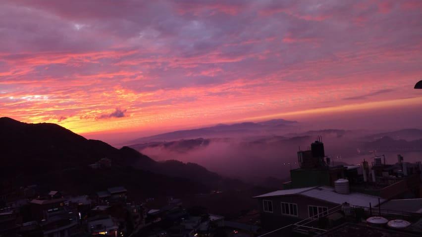 九份山棧樓[Life is a like Travel ]  許家民宿三人親子雅房 - Ruifang District - Minsu (alojamiento típico taiwanés)