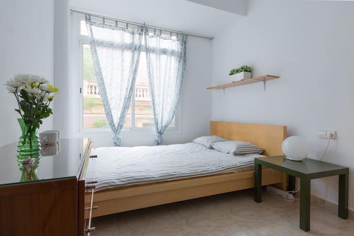 Independent Room in Gracia, Barcelona. - Barcelona