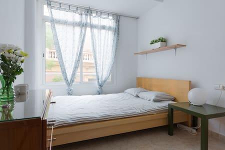 Independent Room in Gracia, Barcelona. - Barcelona - Appartement