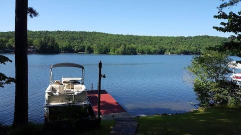 Lake front room, kayaks, dock, prvt hot tub includ