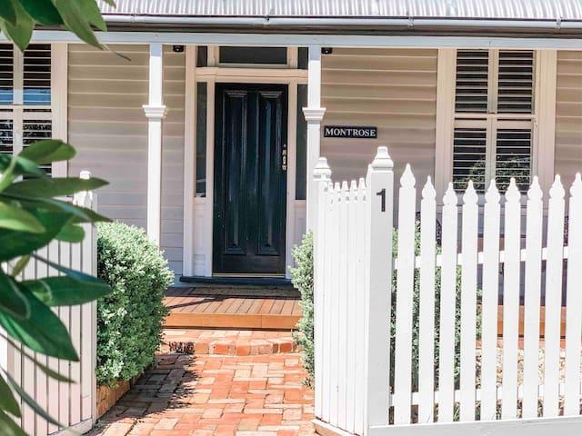 Montrose_stays luxury 3br cottage near hospital