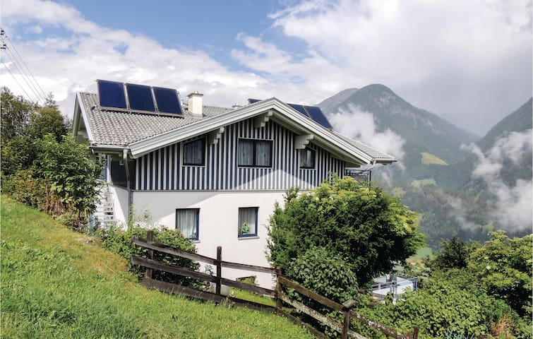 Holiday apartment with 2 bedrooms on 63m² in Mörtschach