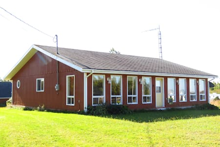Grandview Cottage, 3brm. Beach, 10km to Summerside - Miscouche - Cabin