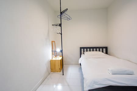 Thon2, Next to BTS SKYTRAIN,  Fast WIFI, A/C,
