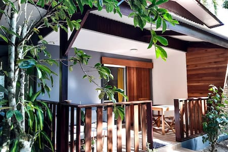 Studio neuf climatisé avec terrasse