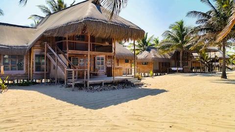 Pura Vida Lodge (7-9 sleeper)