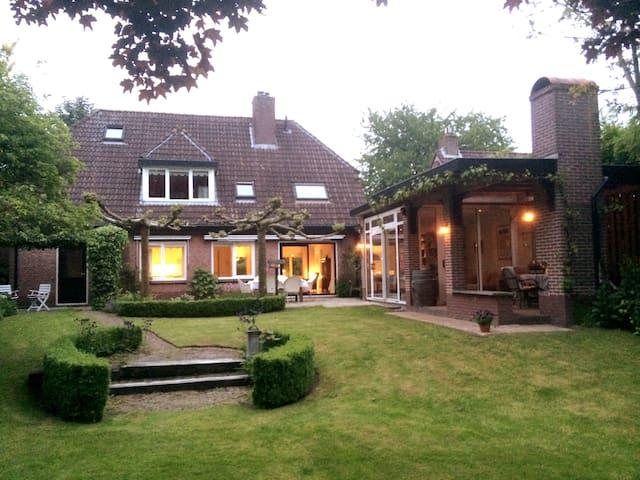 Villa met grote tuin in bosrijke omgeving, Veluwe