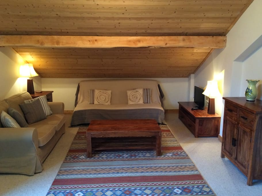 Comfortable, spacious apartment on top floor of a small residence with parking, free wifi, ski locker and SW facing balcony