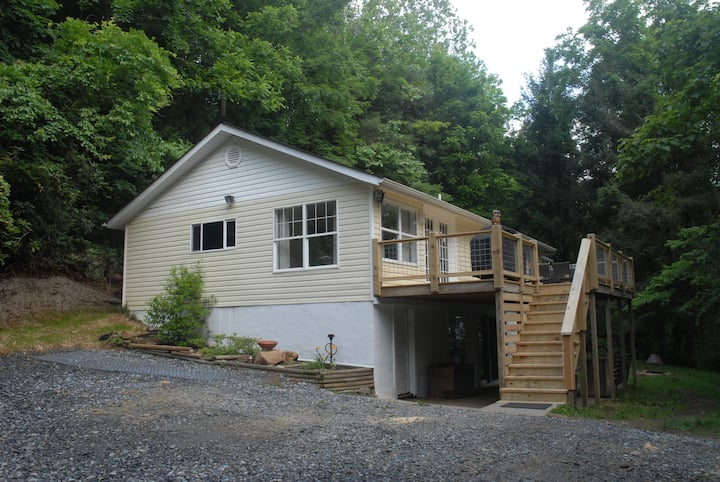 Quiet Woodland Retreat - 5 acres!!