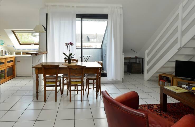 Un séjour chaleureux et confortable